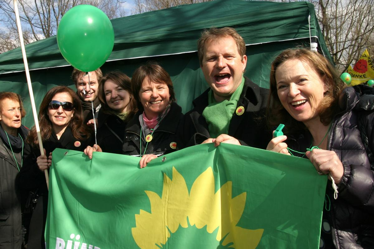 Jens Kerstan gemeinsam mit Abgeordneten der GRÜNEN Bürgerschaftsfrraktion auf einer Anti-Atom-Demo 2011